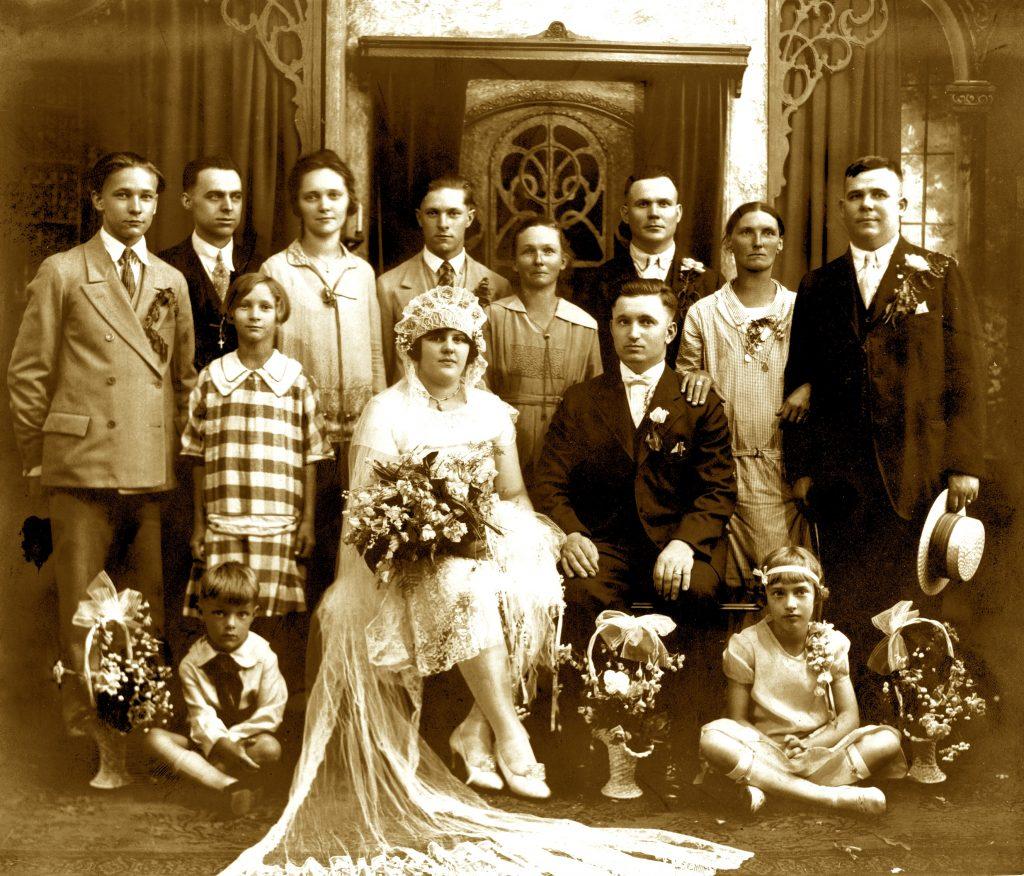 L'attribut alt de cette image est vide, son nom de fichier est person-people-monarch-family-violet-photograph-245996-pxhere.com_-1024x876.jpg.